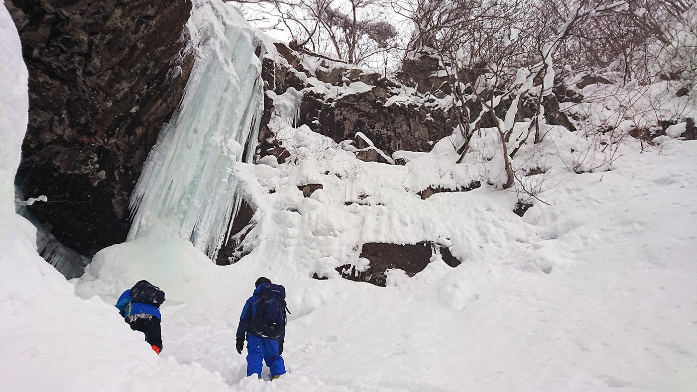 瀧山の氷瀑へ