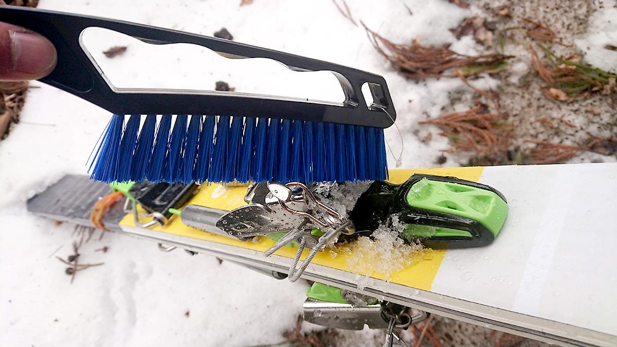 100円で買える最高のスキー用ブラシ発見