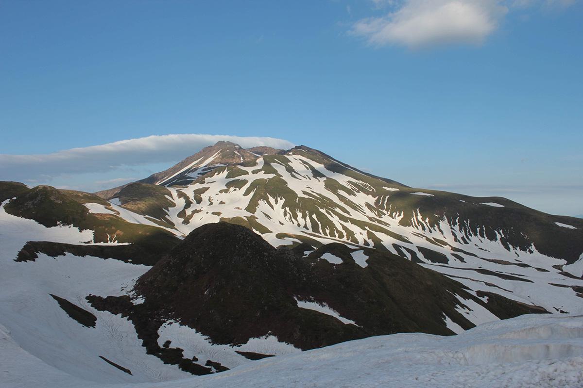 鳥海山でサンセットバックカントリーツアー 今シーズンの滑り納め